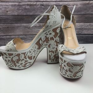 7f3e9abc357 Christian Louboutin houghton Floral Wedge